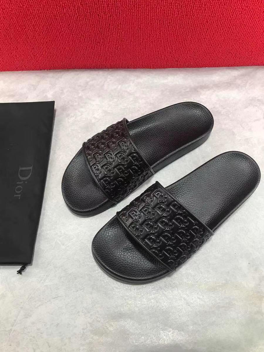 Dép Dior nam siêu cấp màu đen hoạ tiết dập nổi DDR01