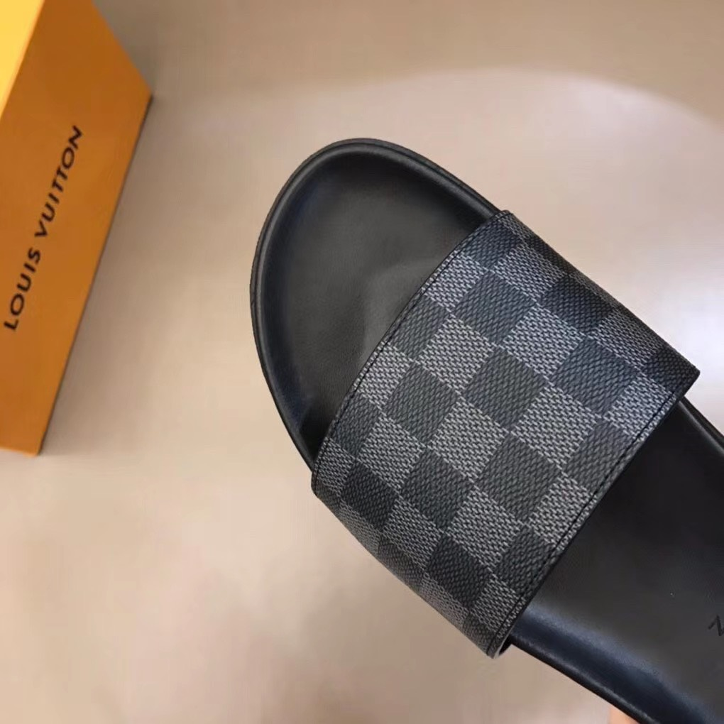 Dép Louis Vuitton nam like auth quai ngang caro ghi đen DLV04