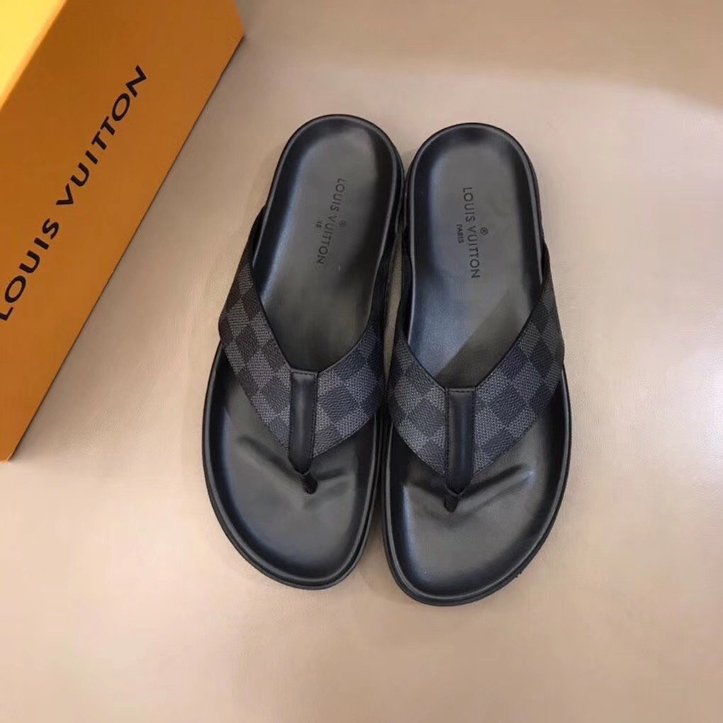 Dép Louis Vuitton nam like auth xỏ ngón caro ghi đen DLV05