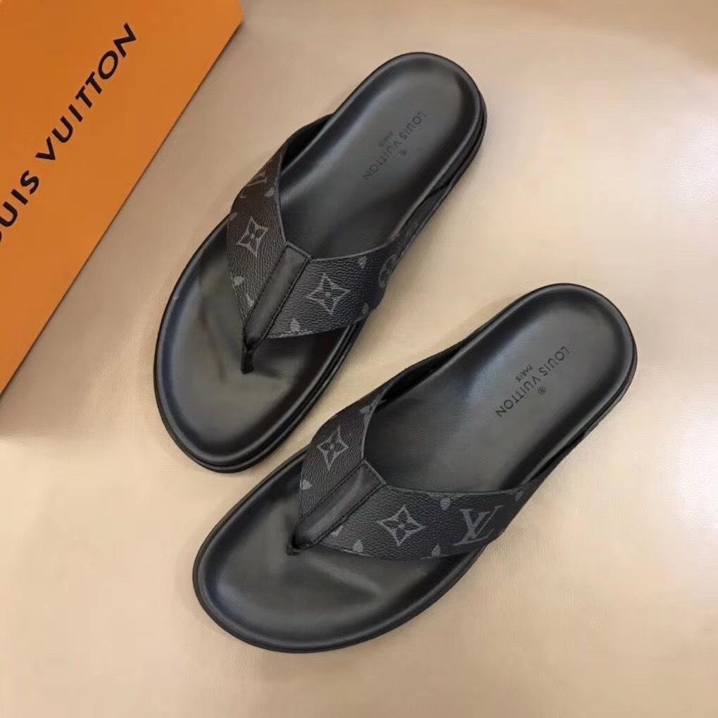 Dép Louis Vuitton nam siêu cấp xỏ ngón hoa ghi đen DLV30