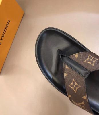 Dép Louis Vuitton nam siêu cấp xỏ ngón hoa nâu DLV25