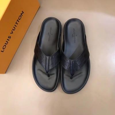 Dép Louis Vuitton nam siêu cấp xỏ ngón hoạ tiết nổi DLV20