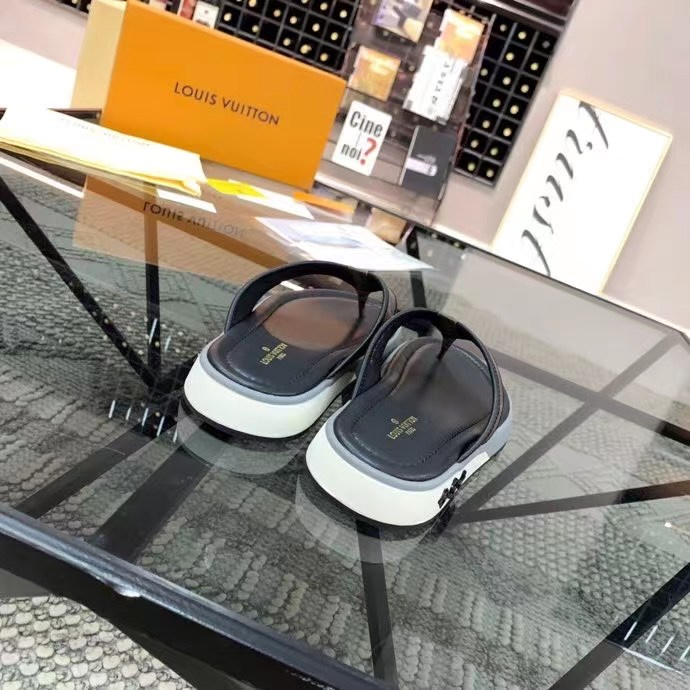 Dép Louis Vuitton nam siêu cấp xỏ ngón họa tiết hoa nâu đế viền trắng DLV31