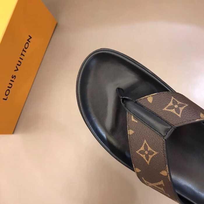 Dép Louis Vuitton xỏ ngón quai nâu họa tiết sang trọng, lịch lãm