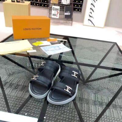 Dép Louis Vuitton nam siêu cấp hai quai ngang họa tiết logo lệch màu đen DLV39