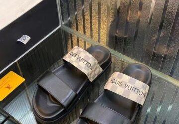 Dép nam Louis Vuitton siêu cấp hai quai họa tiết caro màu sữa DLV83